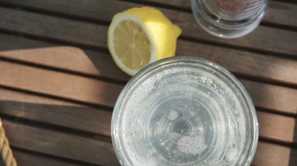 Jak dobrze zacząć dzień - woda z cytryną i solą himalajską